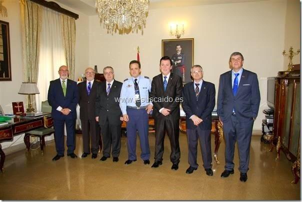 La comisión de la Cofradía con el General Figuero