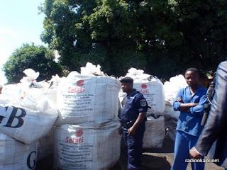 Sacs des minerais volés et retrouvés aux Ets. Maisha à Lumbumbashi au Katanga, 9/02/2011.
