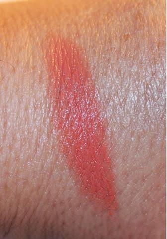 Revlon Super Lustrous Lipstick Jungle Peach Swatch