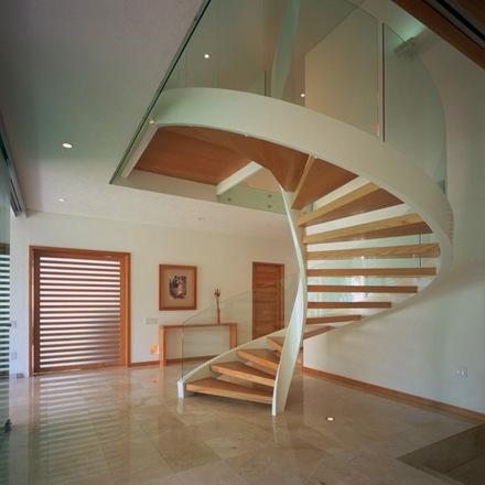 escaleras-caracol-escalera-de-diseño-mderno-con-madera
