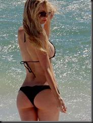 sophie-turner-bikini-butt-0128-14-675x900