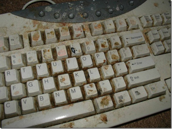 dirty-workstations-messy-11