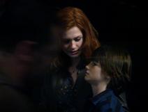 แถมท้ายด้วยสปอยภาพในฉากสุดท้าย ที่ Harry แต่งงานกับ…และกำลังส่งลูกไปเข้าเรียนฮอกวอตส์