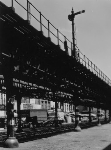 June 24, 1942 view of the semaphore signal on the 2nd Ave El at 10th St at the stop position that signaled the end of operation on June 13, 1942 by P L Sperr.