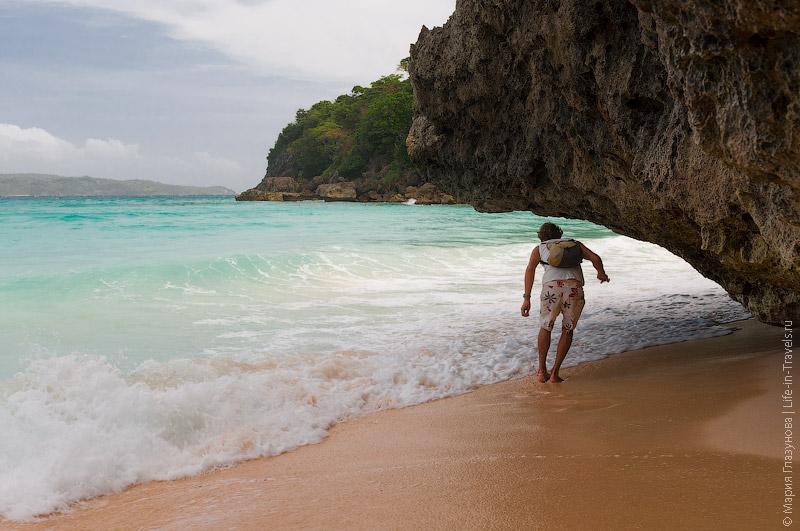 Переход с пляжа Пука на соседний полудикий пляж