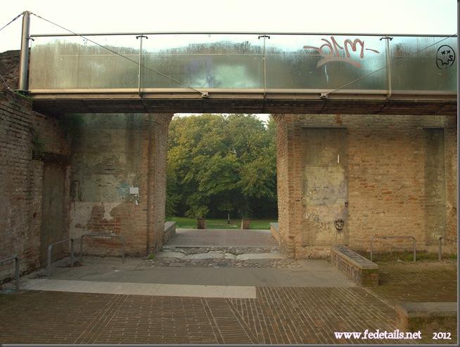 Porta San Pietro, lato interno, Ferrara, Emilia Romagna, Italia - Porta San Pietro, inner side, Ferrara, Emilia Romagna, Italy - Property and Copyrights of www.fedetails.net