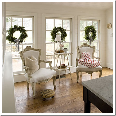 southernlivingthree-christmas-wreaths-l