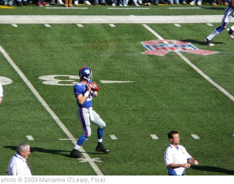 'Eli Manning warming up' photo (c) 2009, Marianne O'Leary - license: http://creativecommons.org/licenses/by/2.0/