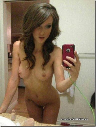 amadoras nuas em frente ao espelho