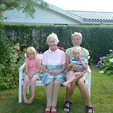 Besøg hos Oldemor i Osted, hvor vi hyggede, spiste frokost og legede.