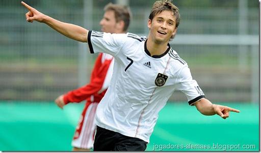 Moritz Leitner comemorando um gol pela Alemanha sub-19