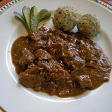Authentic Viennese Goulash (Wiener Fiakergulasch)