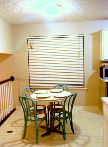 kitchen table and bentwood chairs4