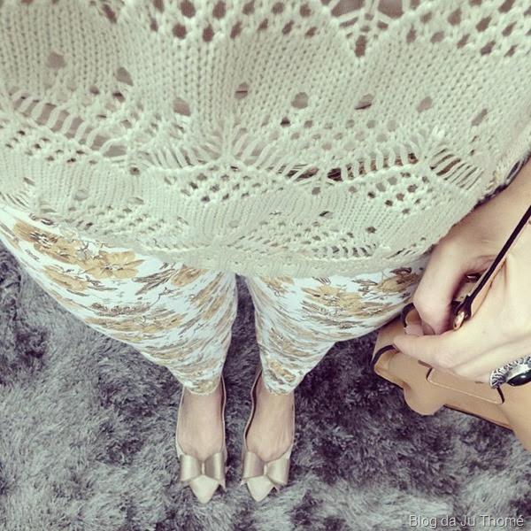 look calça jeans floral e tricot nude (1)