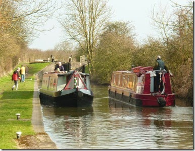 4 passing lady in red atherstone bottom lock