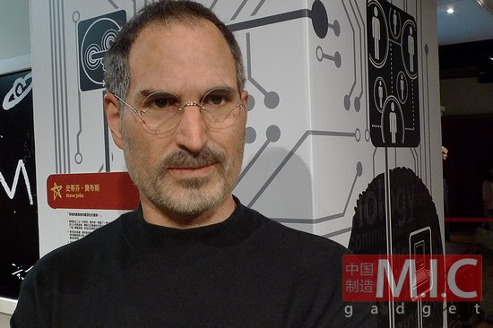 28 steve jobs estatua de cera 3