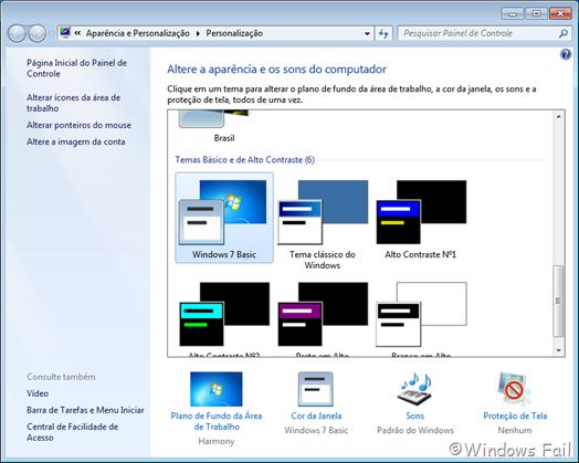 """Clique com o botão direito na Área de trabalho e clique em Personalizar. Uma janela abrirá. Selecione o tema """"Windows 7 Basic"""". O Windows Aero será desativado"""