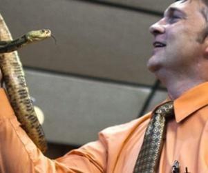 [snakehandlerlarge%255B2%255D.jpg]