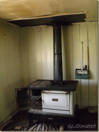 04 Wood cook stove in cabin off SR67 Kaibab NF AZ (768x1024)