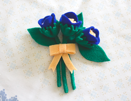 A 1940's Felt Flower Corsage Brooch DIY & Tutorial | Lavender & Twill