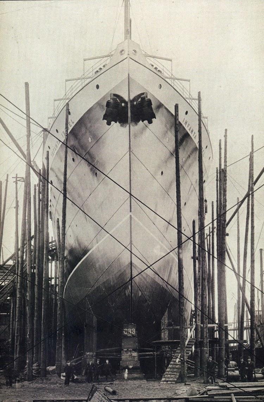 El vapor INFANTA ISABEL en gradas, a punto para su botadura. Del libro Vapores.jpg