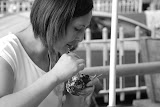Shanghai - Marché poisson - Femme au crabe N&B
