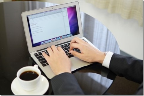 カフェでパソコン
