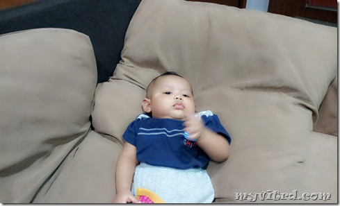 aksi terlampau atas sofa 1