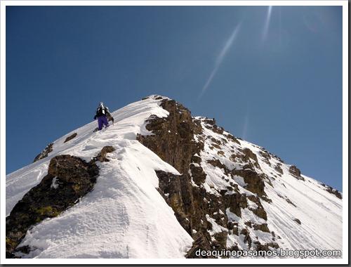 Arista NO y Descenso Cara Oeste con esquís (Pico de Arriel 2822m, Arremoulit, Pirineos) (Omar) 0778