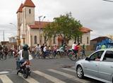 Passeio Ciclístico da Paróquia Santa Terezinha da Igreja São Francisco até a Igreja de N. Sra. Aparecida no bairro Amir Amaral, 12 de outubro de 2011 – Fotos