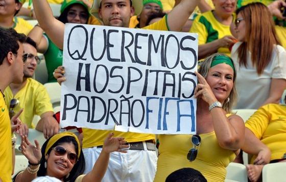 cartaz4_protesto_brasil_mexico_afp