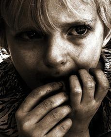 Rosto de uma criança triste [Pink Sherbet Photography em PhotoPin.com]