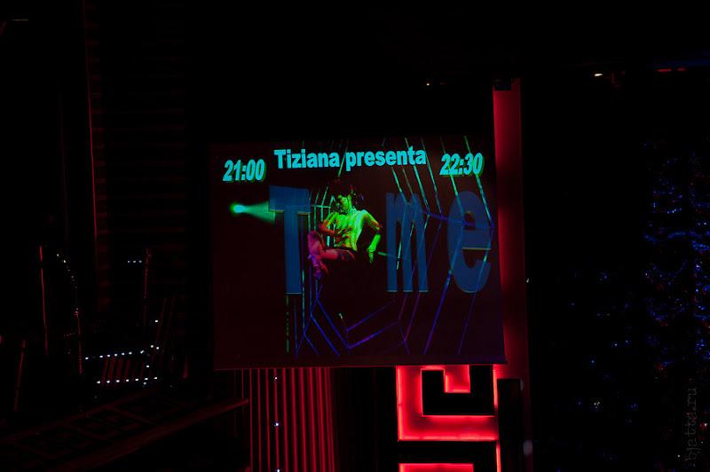 Costa Concorida. Средиземной море. Круиз. Правый монитор сцены демонстрирует название шоу.