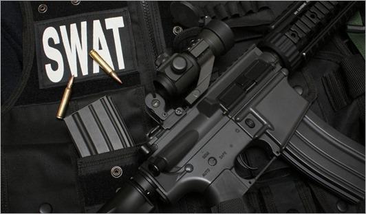 swat_submachine_gun_bulletproof_vest_ball_cartridges_22268_1366x768 - copia - copia - copia