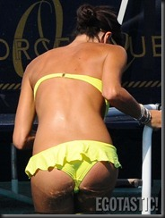 elisabetta-gregoraci-in-a-yellow-bikini-09-675x900