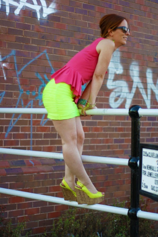OOTD Neon Yellow & Coral - Elegant Colour Blocking (9)