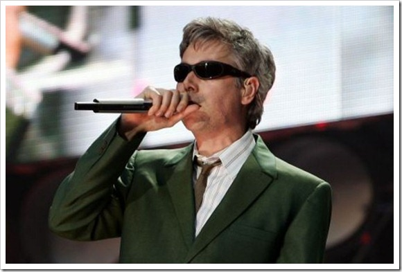 Adam-Yauch-Singing-900-6001-600x400