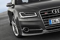 2014-Audi-S8-14.jpg