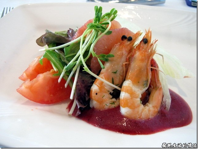 台南-轉角餐廳。鮮蝦蔬菜沙拉
