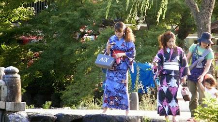 31. Turiste in kimono.JPG