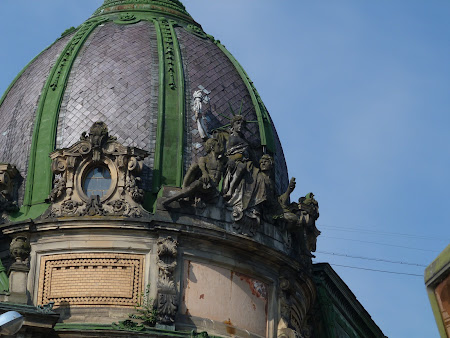 Things to do in Lvov: see the Liberty Statue on a roof !