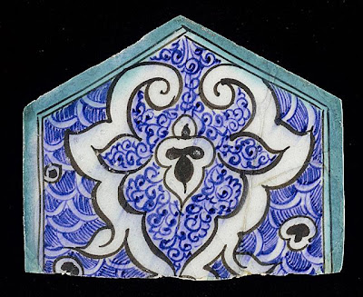 Tile | Origin: Syria or Egypt | Period:  15th century | Collection: The Madina Collection of Islamic Art, gift of Camilla Chandler Frost (M.2002.1.770) | Type: Ceramic; Architectural element, Fritware, underglaze-painted, Height: 5 3/4 in. (14.6 cm); Width: 6 3/4 in. (17.14 cm)