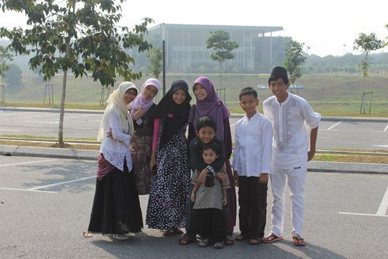 depan masjid UTEM