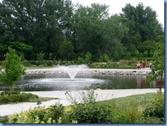 2419 North Dakota USA & Manitoba Canada - International Peace Garden - sunken garden pool & fountain