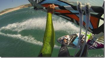 Une fois la barre passée, le vent permet de bien déboulet et reprendre au vent ce qu'on a pu perdre au surf et au passage de vagues.