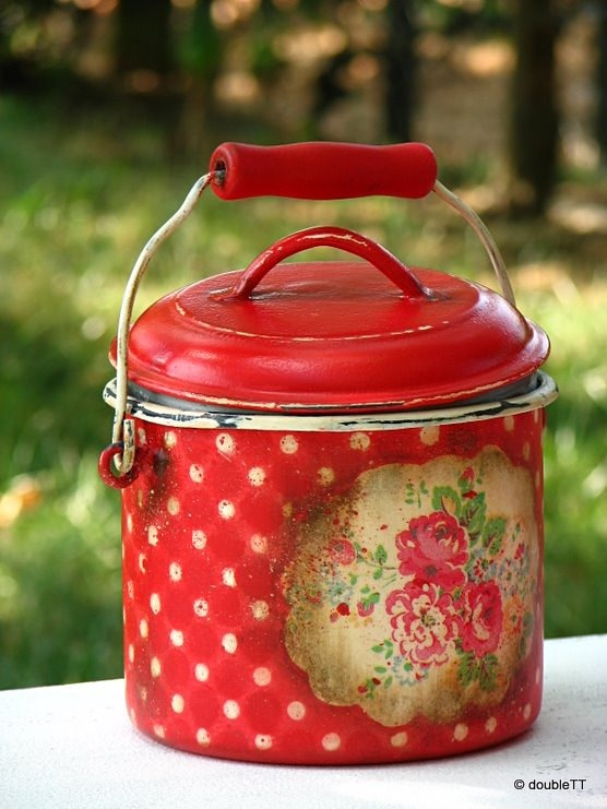dots and roses in red milk jar
