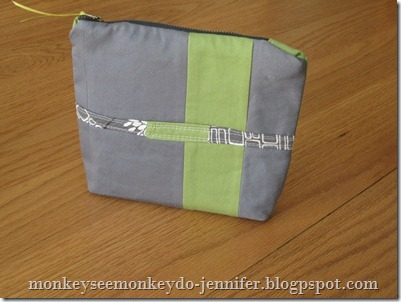zipper pouch with interfacing and quilted strip (1)