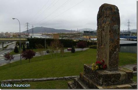 Vista del Monte de San Cristobal y de Pamplona desde el monolito - Cordovilla