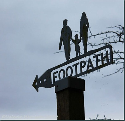 12-footpath-sign