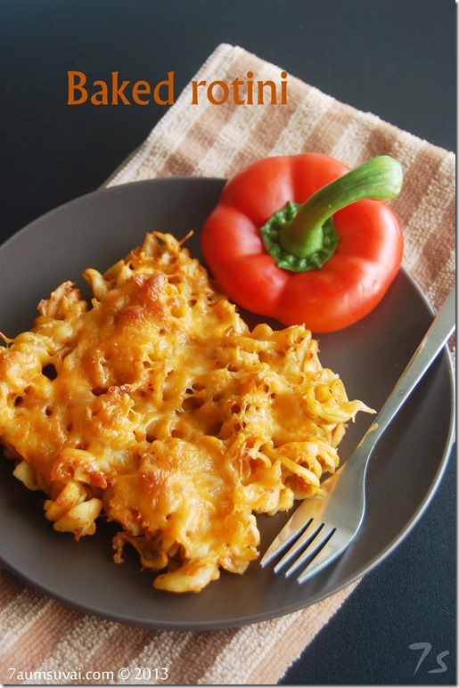 Baked rotini with red pepper sauce